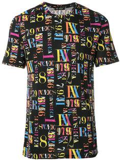 футболка с принтом букв и цифр Versace