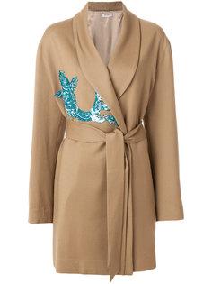 украшенное пайетками пальто с запахом и поясом  Attico