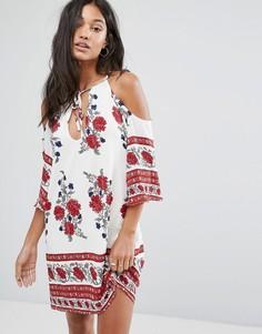 Цельнокройное платье с открытыми плечами и цветочным принтом Love & Other Things - Красный