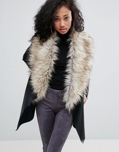Пальто с каскадом и широким воротником из искусственного меха Urban Bliss - Черный