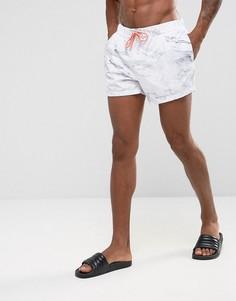 Короткие шорты для плавания с мраморным принтом и оранжевым шнурком ASOS - Белый