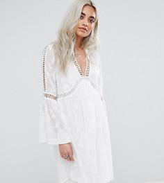 Платье с рукавами клеш и отделкой Boohoo Petite - Белый