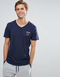 Темно-синяя футболка с V-образным вырезом и логотипом на груди Tommy Hilfiger - Темно-синий