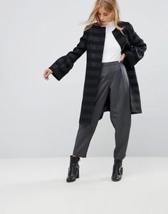 Пальто с оборками на рукавах и полосками с эффектом металлик Helene Berman - Темно-синий