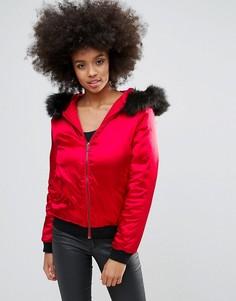 Красный атласный бомбер с искусственным мехом на капюшоне Missguided - Красный