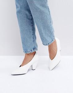 Туфли на каблуке с острым носком ASOS SHIRAZ - Белый
