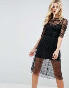 Сетчатое платье миди в горошек со сборками ASOS - Черный