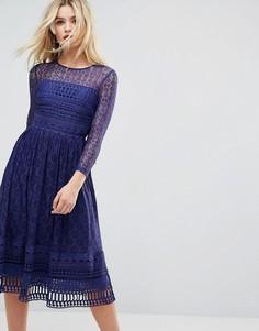 Кружевное приталенное платье миди ASOS PREMIUM - Темно-синий