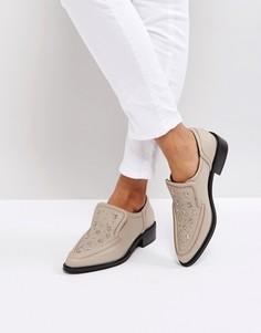 Телесные туфли на плоской подошве с заклепками в форме звезд Sol Sana Nancy - Бежевый