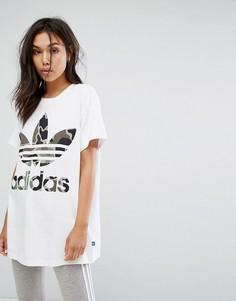 Белая футболка с камуфляжным логотипом-трилистником adidas Originals - Белый