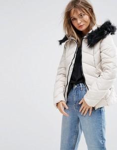 Дутая куртка с шевронным узором New Look - Кремовый