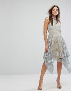 Серое кружевное приталенное платье с высоким воротом Girl In Min - Серый
