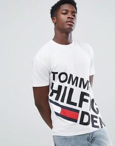 Белая футболка с крупным асимметричным логотипом Tommy Hilfiger Denim - Белый