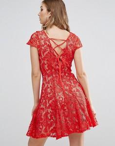 Короткое приталенное платье из кружева Glamorous - Красный