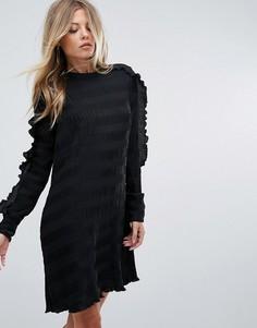 Платье с оборками на рукавах Y.A.S - Черный