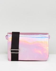 Голографическая сумка через плечо Monki - Розовый