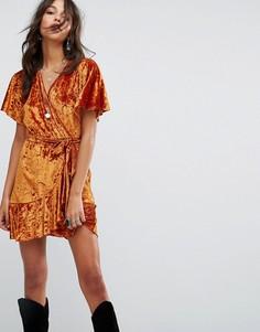 Платье с запахом из мятого бархата Glamorous - Медный