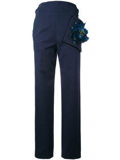 брюки с завышенной талией и цветком Christopher Kane