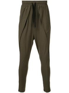 укороченные спортивные брюки с заниженной проймой First Aid To The Injured