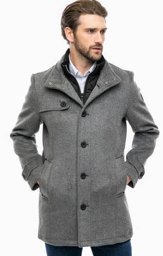 Утепленное пальто серого цвета