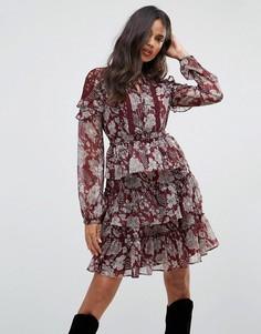 Платье с оборками и кружевными вставками Boohoo - Красный
