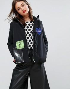 Дутая куртка с капюшоном и нашивками Love Moschino - Черный