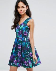 Короткое приталенное платье с принтом Closet London - Мульти