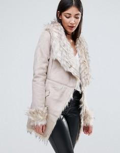 Пальто из искусственного меха с воротником и поясом Lipsy - Бежевый