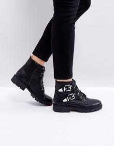 Ботинки в байкерском стиле с пряжкой и металлической отделкой London Rebel - Черный