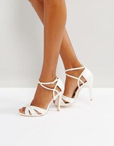 Босоножки на каблуке с ремешками и бантом True Decadence - Белый