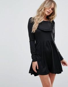 Короткое приталенное платье с оборкой Brave Soul - Черный