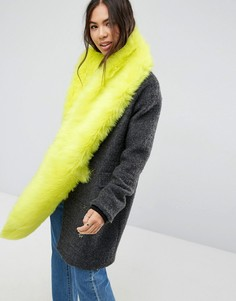 Желтый длинный шарф из искусственного меха с неоновым оттенком ASOS - Желтый