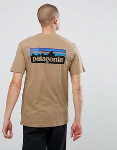 Бежевая футболка с принтом логотипа Patagonia - Бежевый