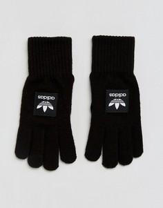 Черные перчатки с контрастным названием бренда adidas - Черный