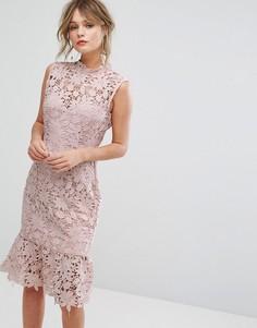 Кружевное платье с высокой горловиной и баской Paper Dolls - Розовый