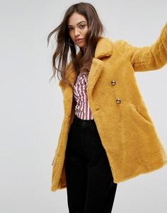 Пальто из искусственной овечьей шерсти QED London - Желтый