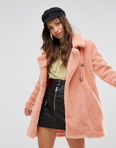 Пальто из искусственной овечьей шерсти QED London - Розовый