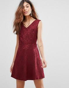 Жаккардовое платье с V-образным вырезом Rage - Красный