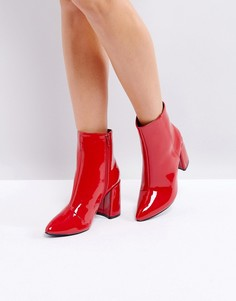 Красные ботильоны на каблуке с острым носом и виниловым эффектом Glamorous - Красный