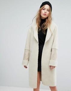 Пальто из искусственного меха New Look - Кремовый