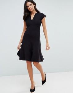 Платье А-силуэта с V-образным вырезом Y.A.S Cisley - Черный