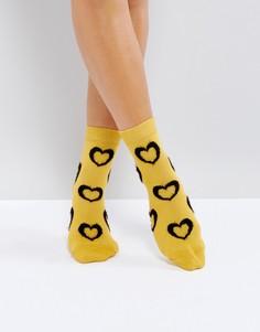 Носки горчичного цвета с отделкой в виде пушистых сердец ASOS - Желтый