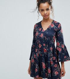 Свободное платье с V-образным вырезом и принтом роз ASOS PETITE - Мульти