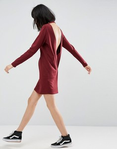 Платье-футболка с глубоким V-образным вырезом на спине и длинными рукавами ASOS - Красный
