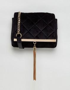 Бархатная стеганая сумка через плечо с золотистой кисточкой Lipsy - Черный