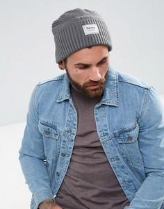 Серая шапка-бини в рубчик с фирменным ярлыком Timberland - Серый