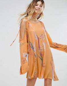 Платье с открытыми плечами и принтом Free People Clear Skies - Оранжевый