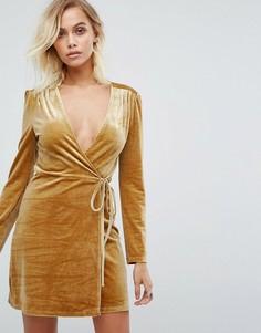 Золотистое платье из бархата с запахом Fashion Union - Золотой