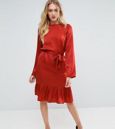 Атласное платье с поясом и оборкой Y.A.S Tall - Красный