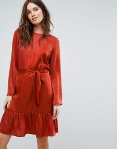 Платье с завязкой и оборкой по краю Y.A.S - Красный